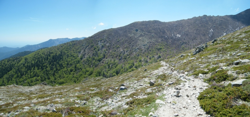 Начало спуска с перевала Bocca Palmentu.