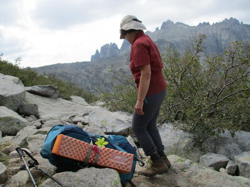 После болдеринга хотелось поскорее сбросить рюкзак и перевести дух.