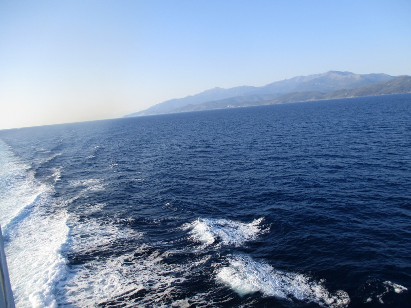 Огибаем северную часть острова.