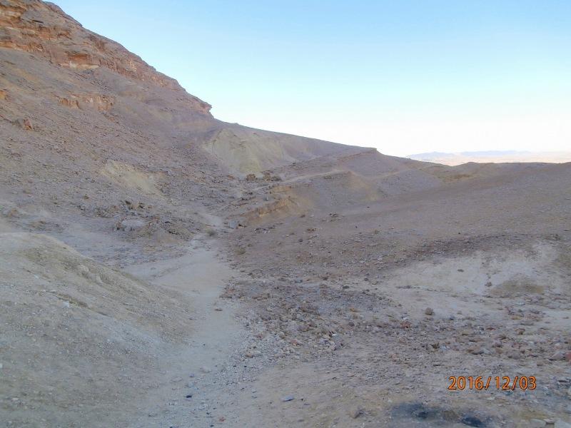 Прямо со стоянки начинается тропа к горе Ардон.
